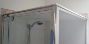Shower cubicle with insulated plastic panel resting on top